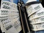 Češi v důsledku koronavirové krize plánují více spořit