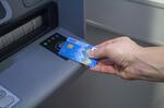 Bezkontaktně pomocí mobilu či karty lze vybírat již na 500 bankomatech České spořitelny